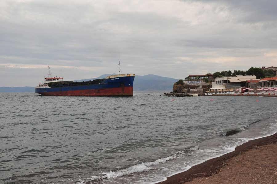 Çanakkale'de kuru yük gemisi karaya oturdu