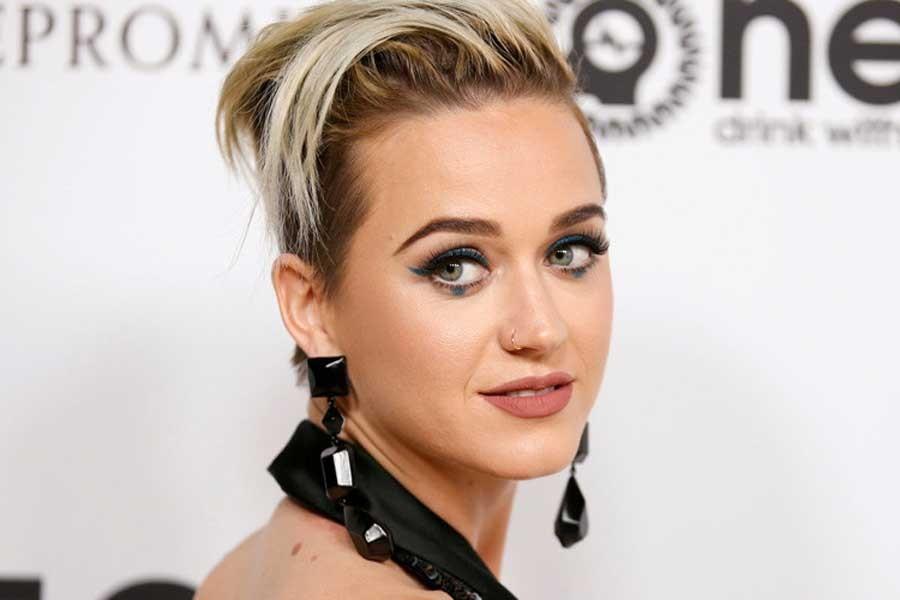 Twitter'da 100 milyon takipçiye ulaşan ilk isim: Katy Perry