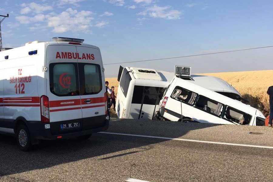 Diyarbakır'da polis aracıyla minibüs çarpıştı: 2 ölü