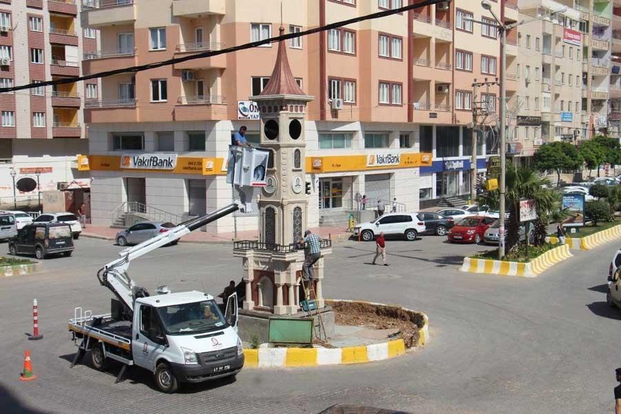 Uğur Kaymaz'ın heykeli kaldırıldı, saat kulesi dikildi