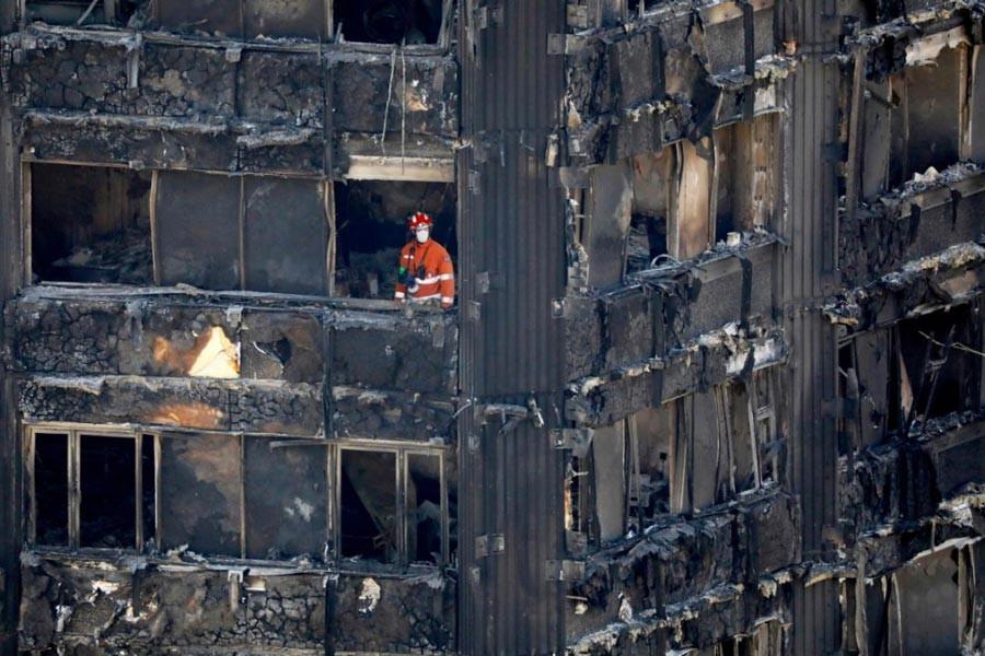 Londra yangını: Bir yangın ve iki sınıf