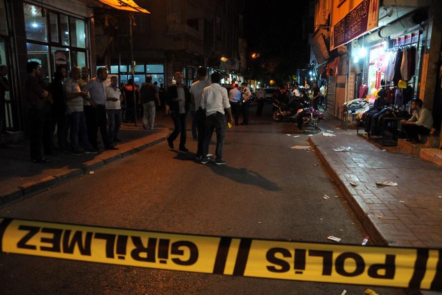 Caddede alışveriş yapanlara silahlı saldırı: 5 yaralı