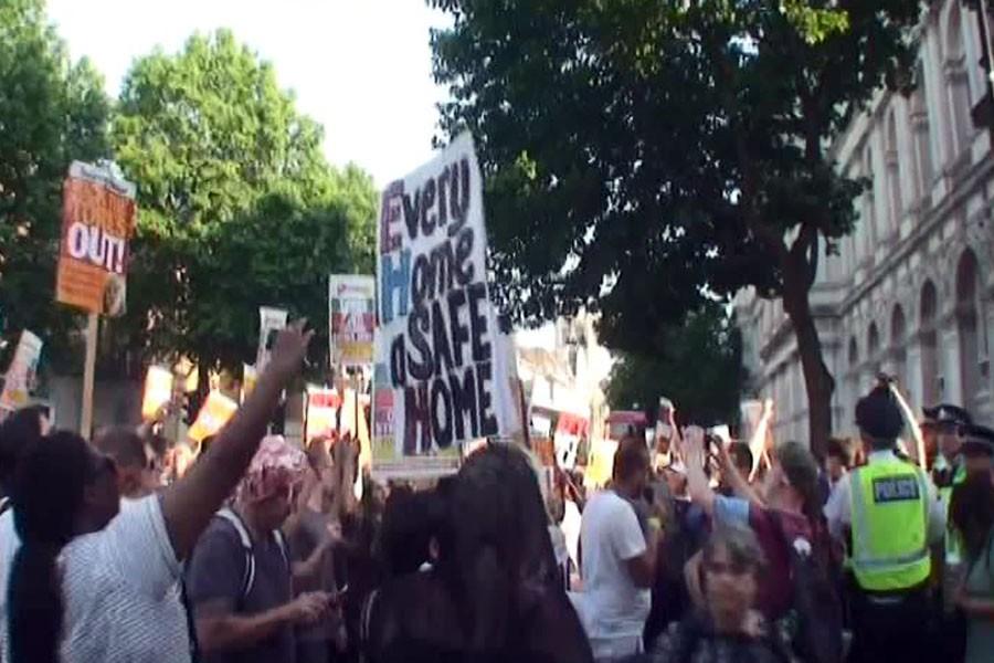 Londra'da hükümet protesto edildi