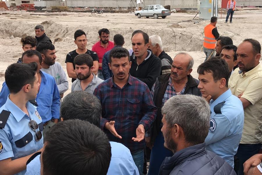 Aksaray'da yurt inşaatında işçilerden eylem