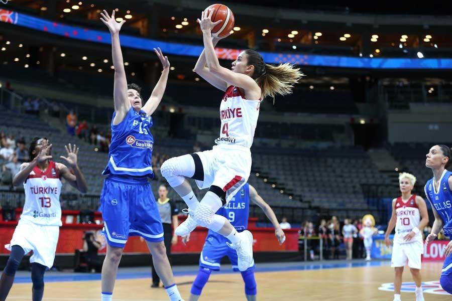 Kadınlar basketbolda Türkiye Yunanistan'a farklı yenildi