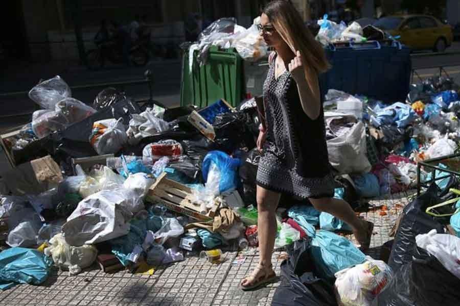 Yunanistan'da temizlik işçilerinin grevi sürüyor