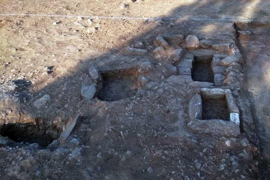 Kömür için çocuk mezarları bile yok ediliyor