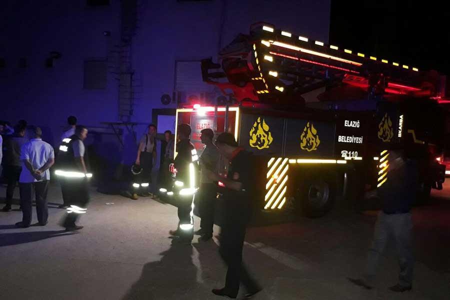 Düğün salonunda yangın: 12 kişi dumandan zehirlendi