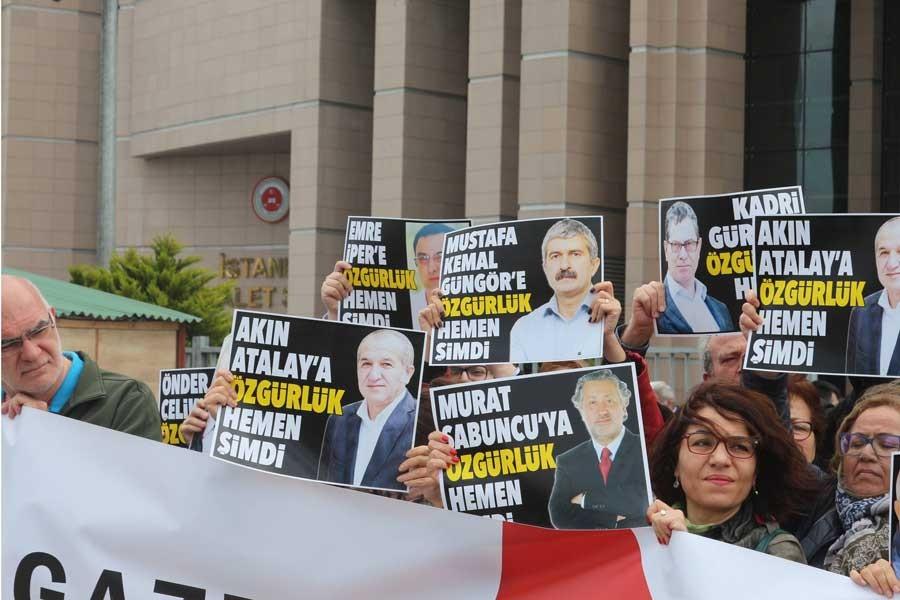 Dışarıdaki gazetecilerden 'Gazetecilere özgürlük' çağrısı