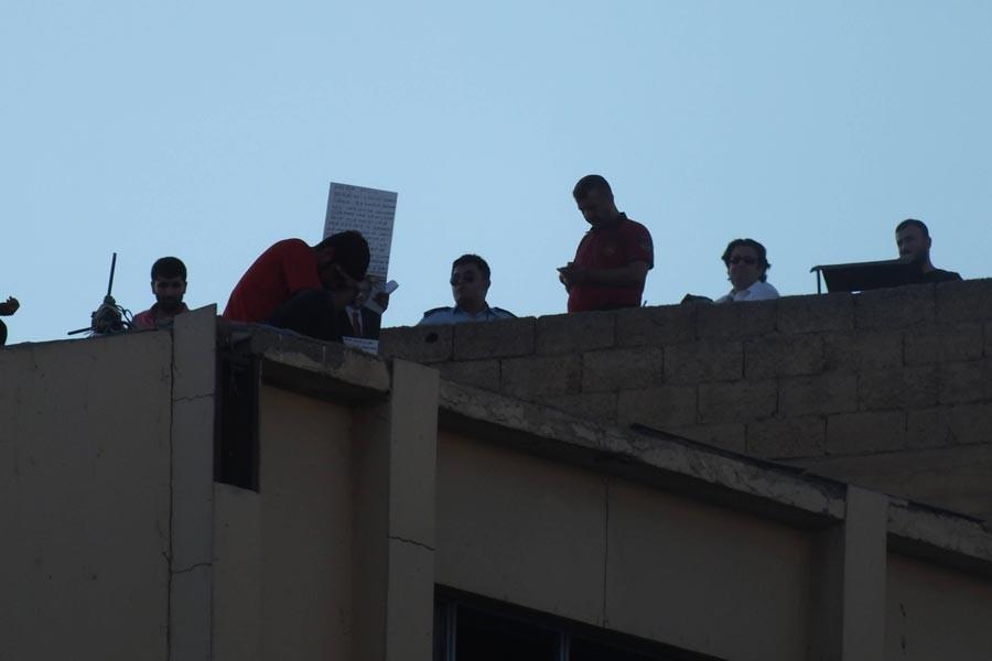 İşten çıkartılan işçi dördüncü kez çatıya çıktı