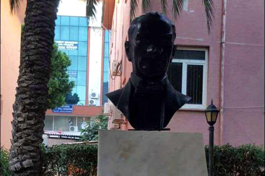 Serik'te Atatürk büstüne taşlı saldırıya tutuklama