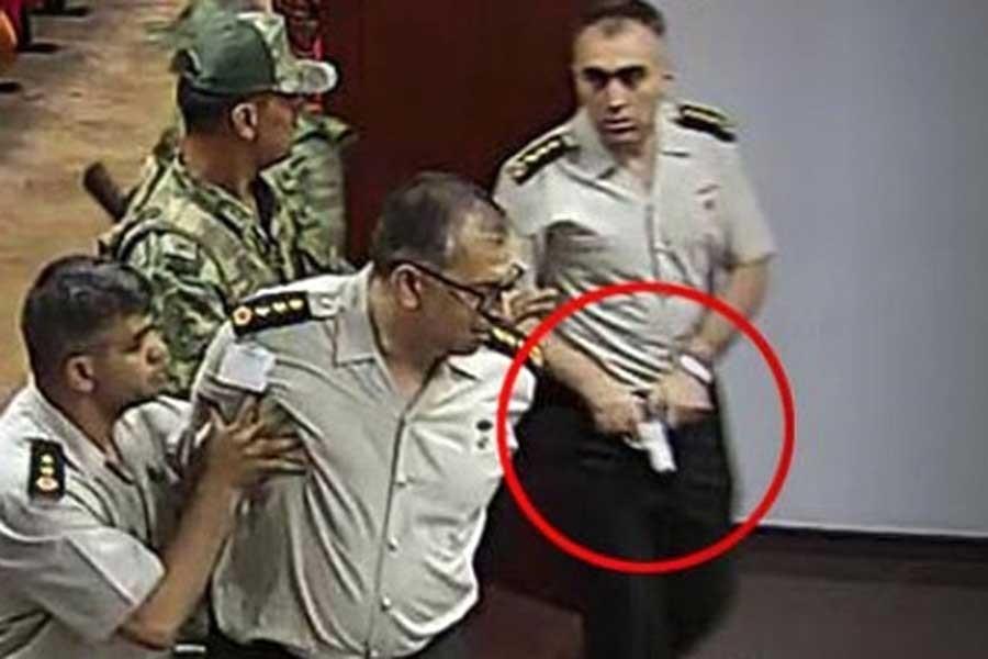 Darbeci albaydan 'Kafalarına sıkın' talimatı