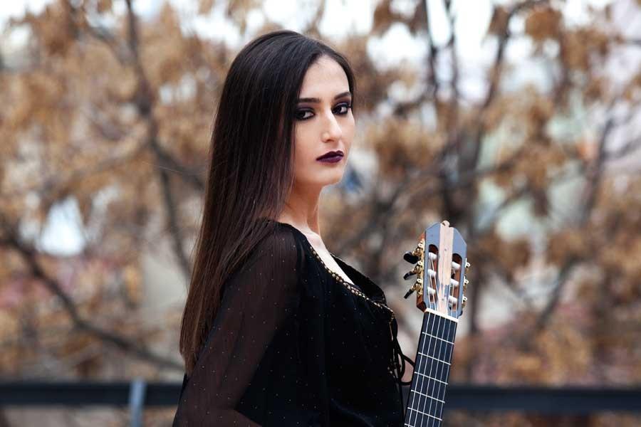 Gitarist Begül Erhan zeytinlikler için çalacak