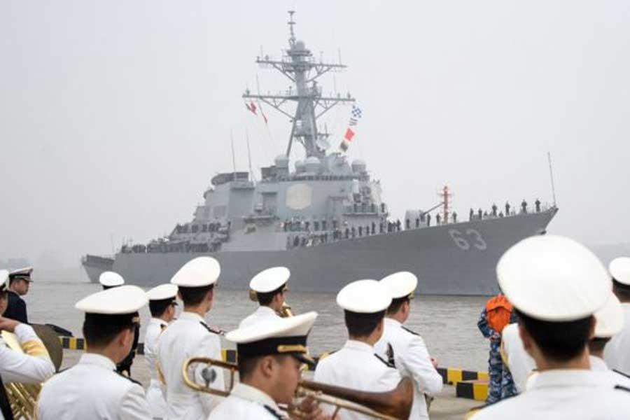 ABD savaş gemisi 'tartışmalı ada'nın yakınından geçti