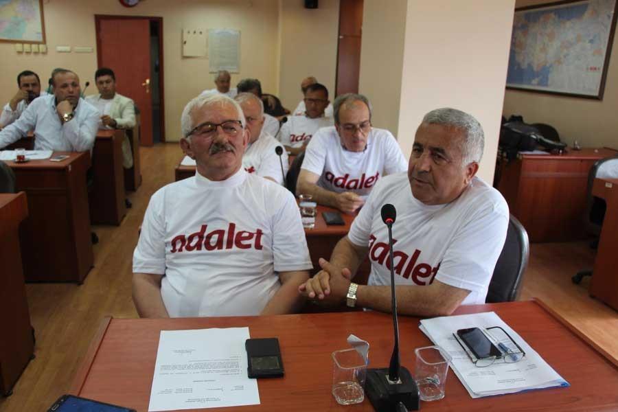 Zonguldak İl Genel Meclisi'nde 'Adalet' tişörtleri