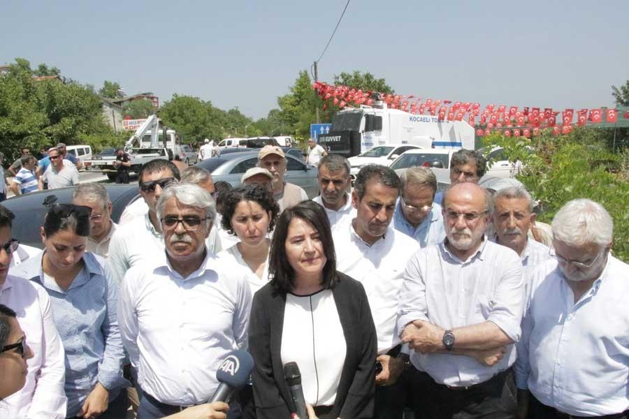 Adalet Yürüyüşü öncesi Kandıra'ya giden HDP engellendi