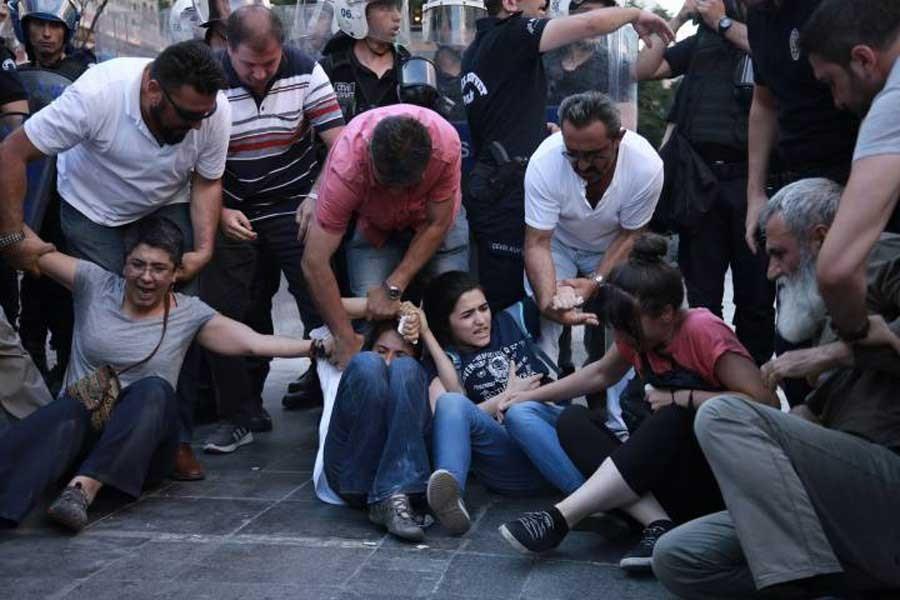 Yüksel Caddesi'nde polis yine saldırdı: 12 gözaltı