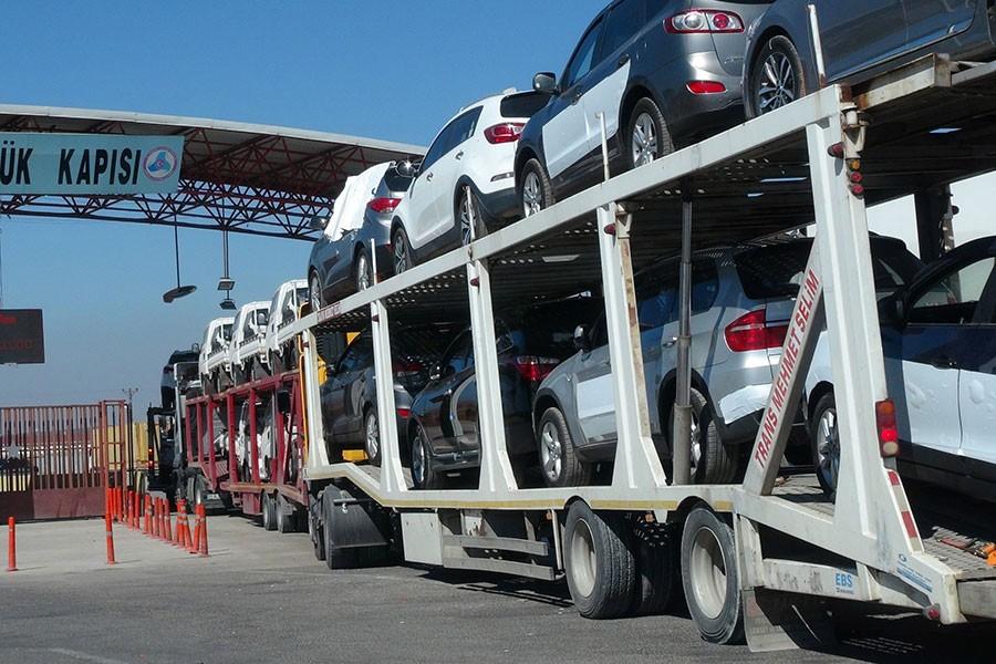 Cihatçı gruplar öncülüğündeki ÖSO'ya araç sevkiyatı sürüyor
