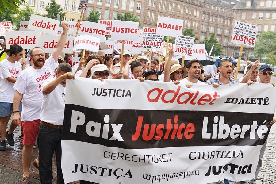 Strasbourg'da yüzlerce kişi 'adalet' talebiyle yürüdü