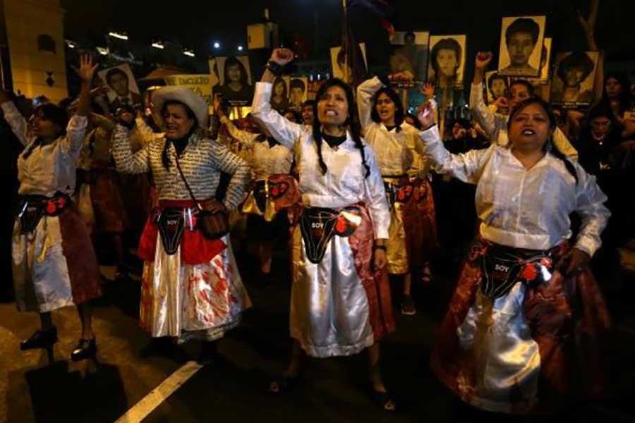 Peru'da diktatöre af binleri sokağa döktü