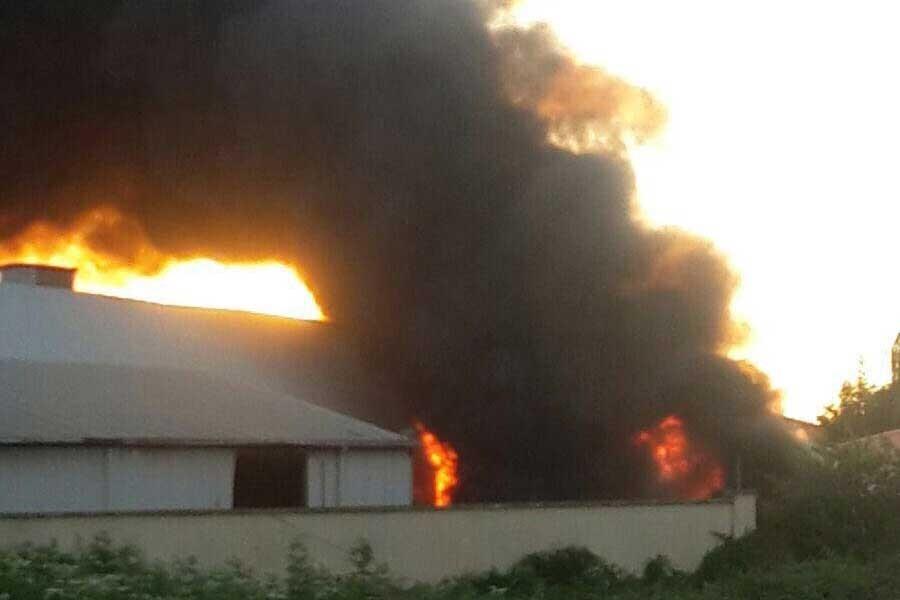 Hendek'te kauçuk fabrikası yandı