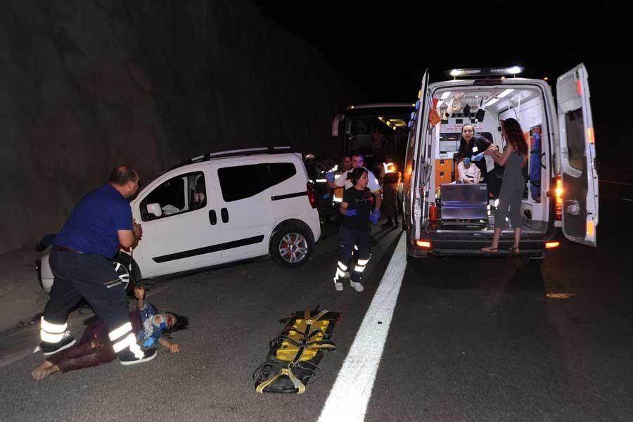 Bursa'da trafik kazası: 2 ölü 16 yaralı