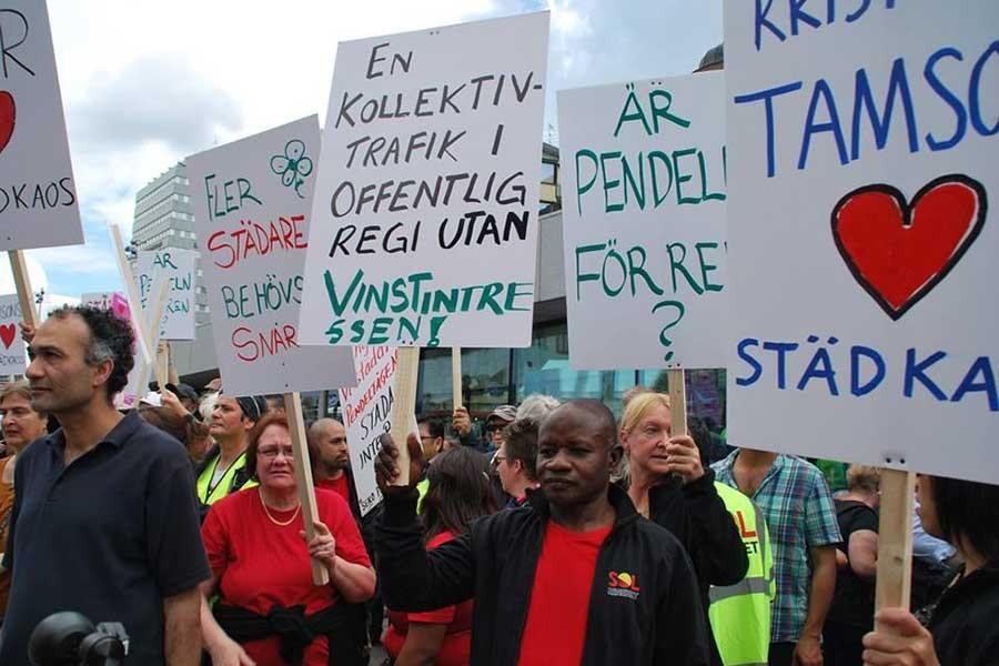 Stockholm'de protestolu metro açılışı