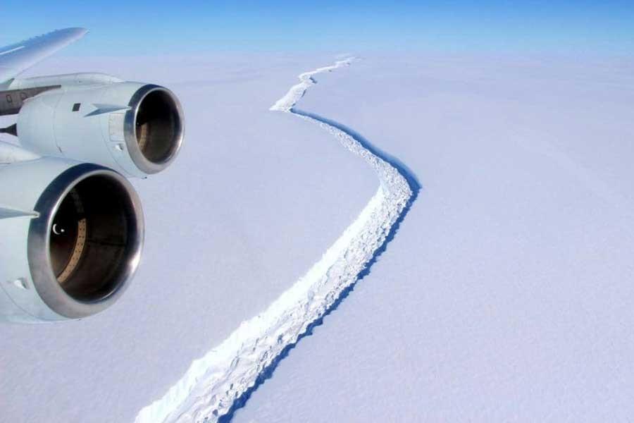 Antarktika'dan ülke büyüklüğünde buzdağı koptu