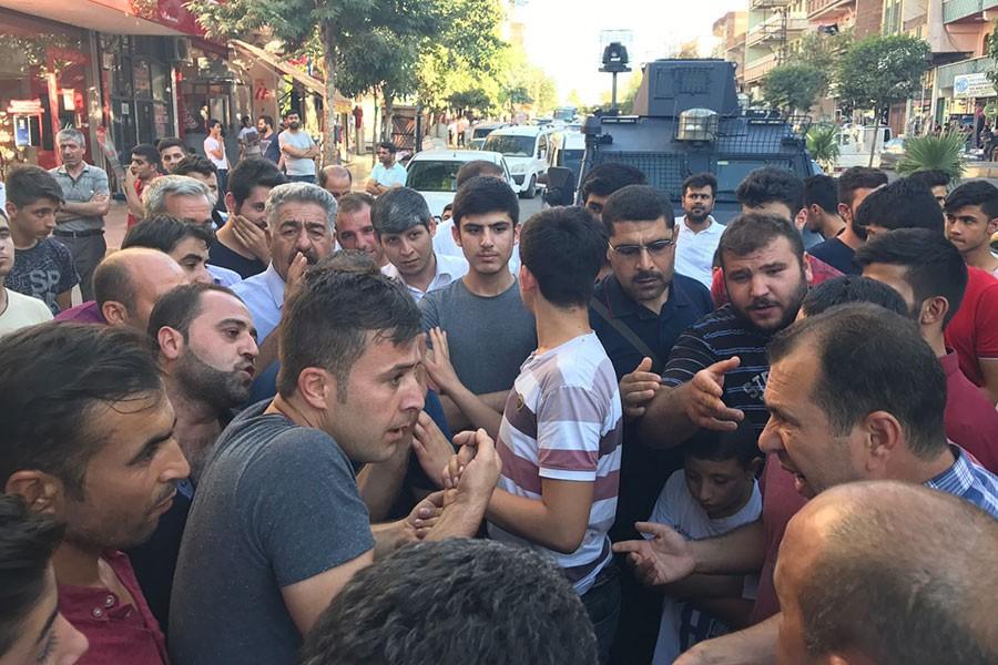 Urfa'da mahalleli, DEDAŞ personelini rehin aldı