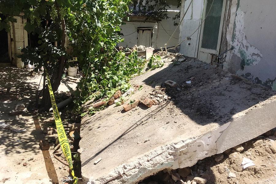 Yıkılan duvarın altında kalan işçi, hayatını kaybetti