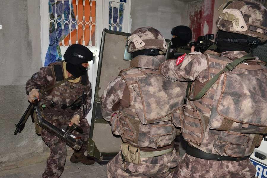 Adana'da IŞİD operasyonu: 5 gözaltı