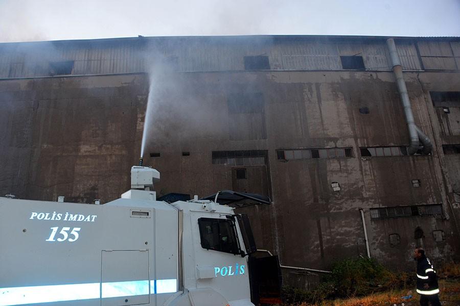 Maraş'ta çelik fabrikasında yangın çıktı