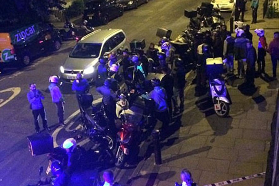 Londra'daki asitli saldırılar tartışılıyor