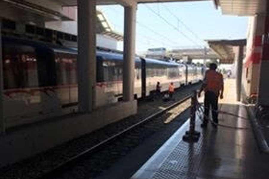 Trenin önüne atlayan genç hayatını kaybetti