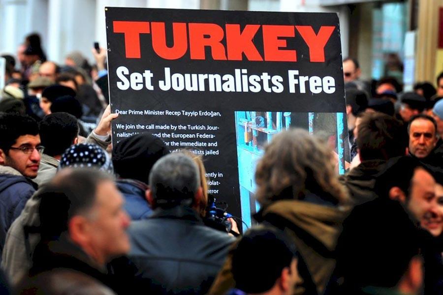 RSF'den Türkiyeli gazeteciler için acil çağrı