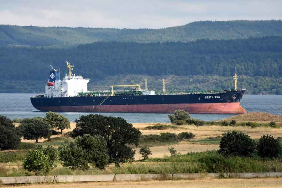 Çanakkale Boğazı'nda tanker karaya oturdu
