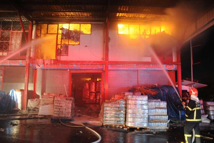 Gıda deposunda yangın çıktı: 3 milyon liralık zarar oluştu