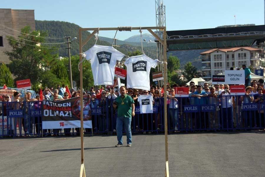 Aydın'da da 'Hero' tişörtü gözaltısı