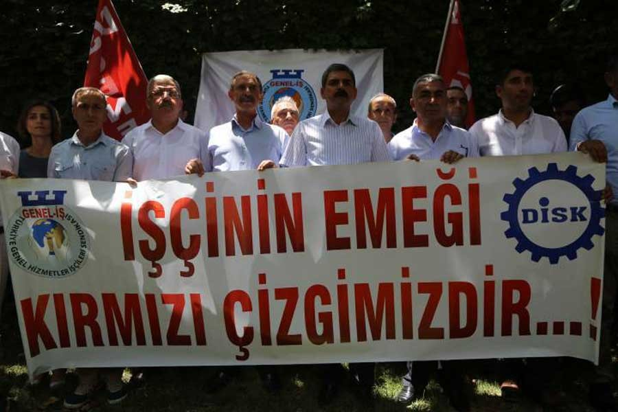 Genel İş üyelerinin ihraç edilmesini protesto etti