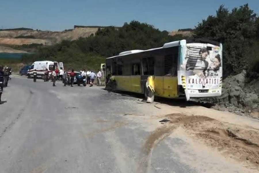 Eyüp'te kamyon ve İETT otobüsü çarpıştı: 8 yaralı