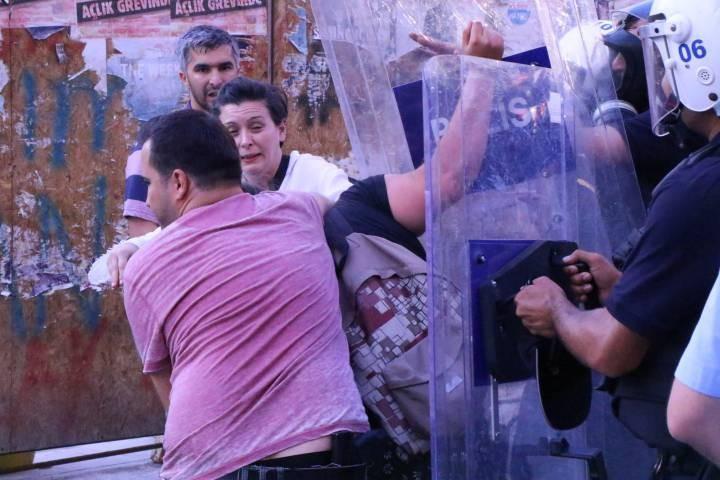 Ankara'da Suruç anmasına polis saldırısı: 9 gözaltı