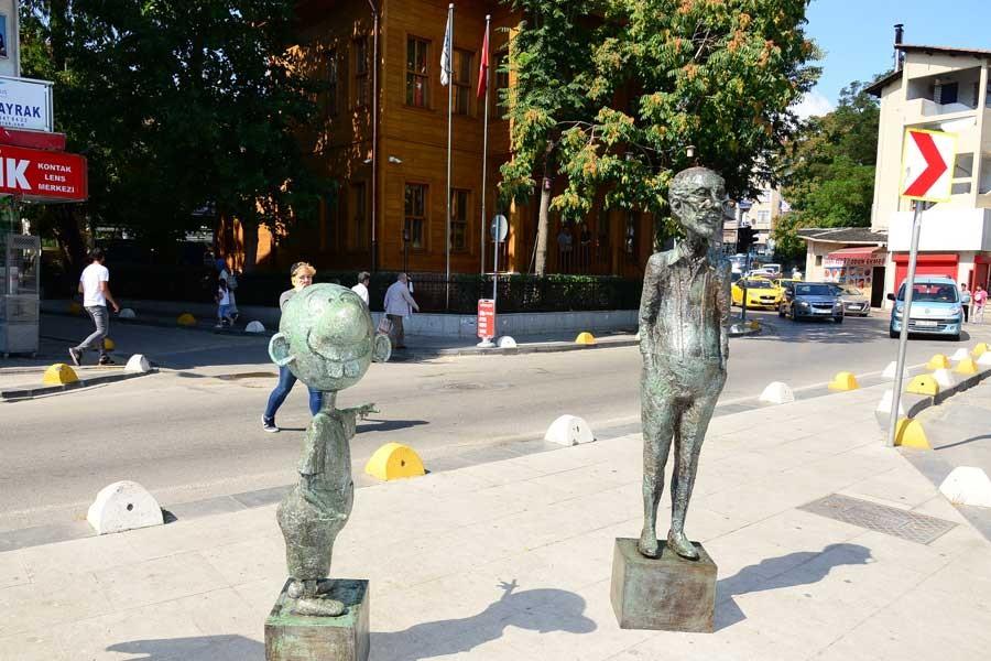 Avanak Avni ve Oğuz Aral Kadıköy'de