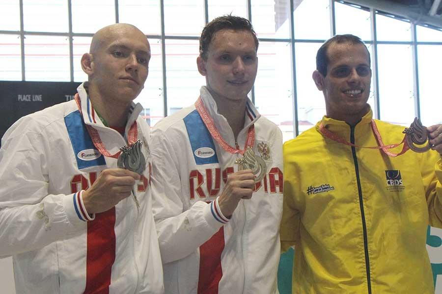 Rus yüzücü olimpiyat rekoru kırdı