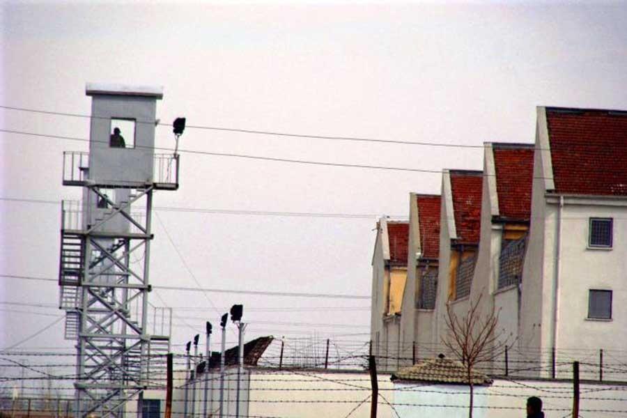Hasta tutuklunun infazı 'katılmadığı eylemlerden' yakıldı