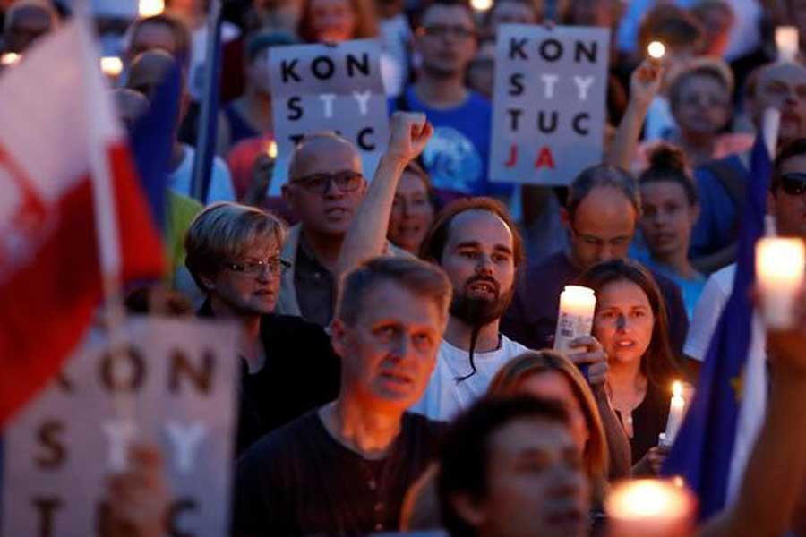 Polonya'da 'tek parti' rejimi kapıda