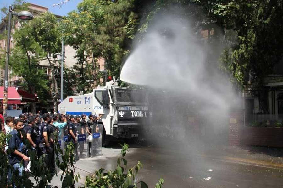'İşimizi geri istiyoruz' eylemine TOMA'lı saldırı