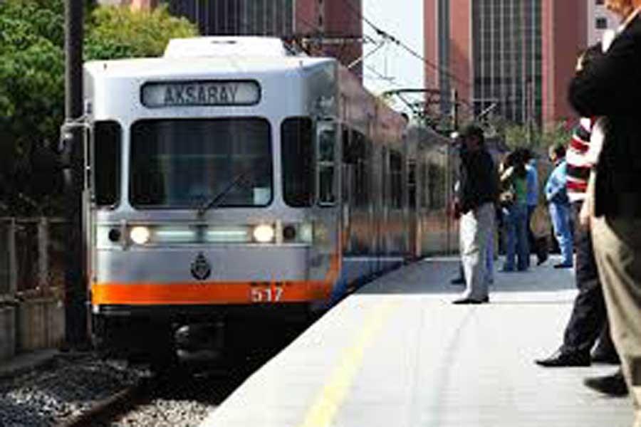 Merter-Havalimanı yönünde metro seferlerine arıza