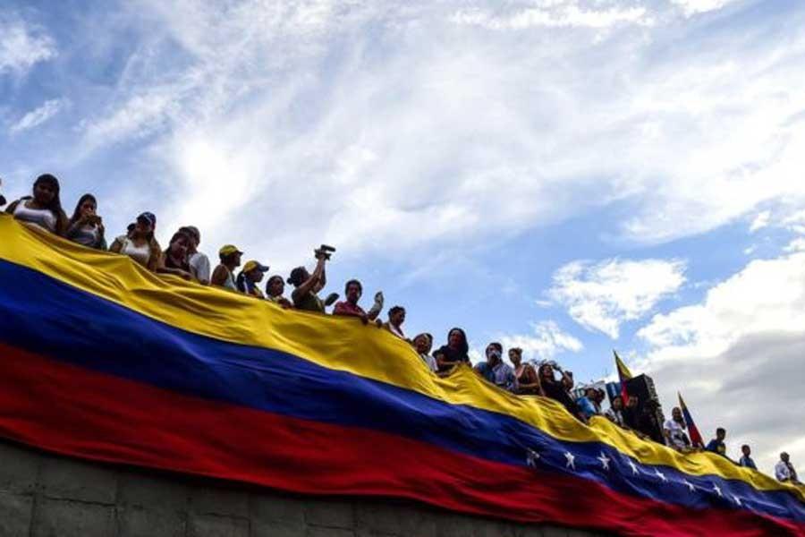 Venezuela'da 48 saatlik grevin ilk gününde 2 kişi öldü
