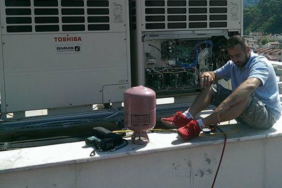Elektrik akımına kapılan teknisyen hayatını kaybetti