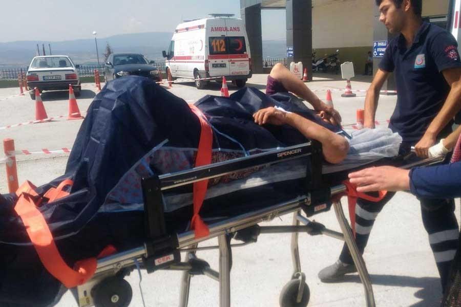 Kurbanlık dananın hışmına uğradı, hastaneye kaldırıldı